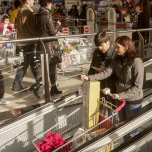Las grandes superficies elevan las contrataciones un 22% esta Navidad
